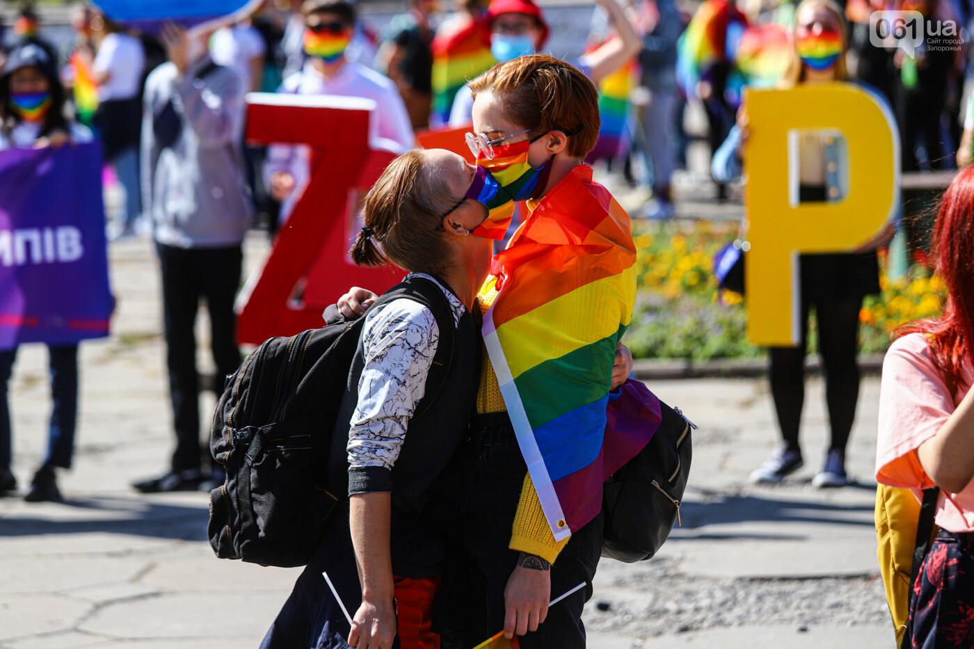 ЛГБТ-прайд, эко-митинг и восстановленные скульптуры в сквере Пионеров: сентябрь в фотографиях , фото-106