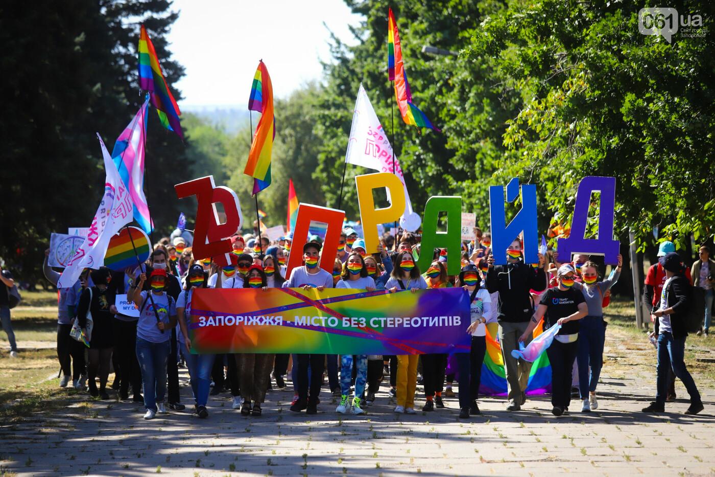 ЛГБТ-прайд, эко-митинг и восстановленные скульптуры в сквере Пионеров: сентябрь в фотографиях , фото-111