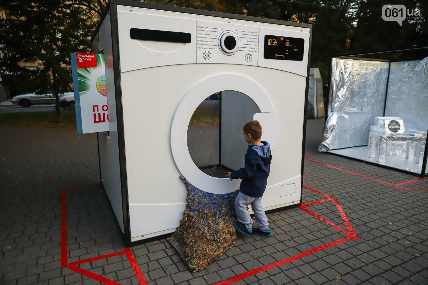 Огромная стиральная машина и комната из фольги: в центре Запорожья открылась эко-выставка, - ФОТОРЕПОРТАЖ , фото-1