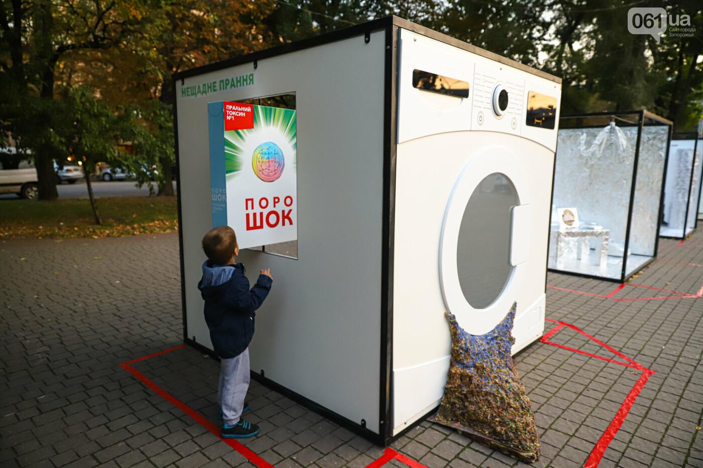 Огромная стиральная машина и комната из фольги: в центре Запорожья открылась эко-выставка, - ФОТОРЕПОРТАЖ , фото-3