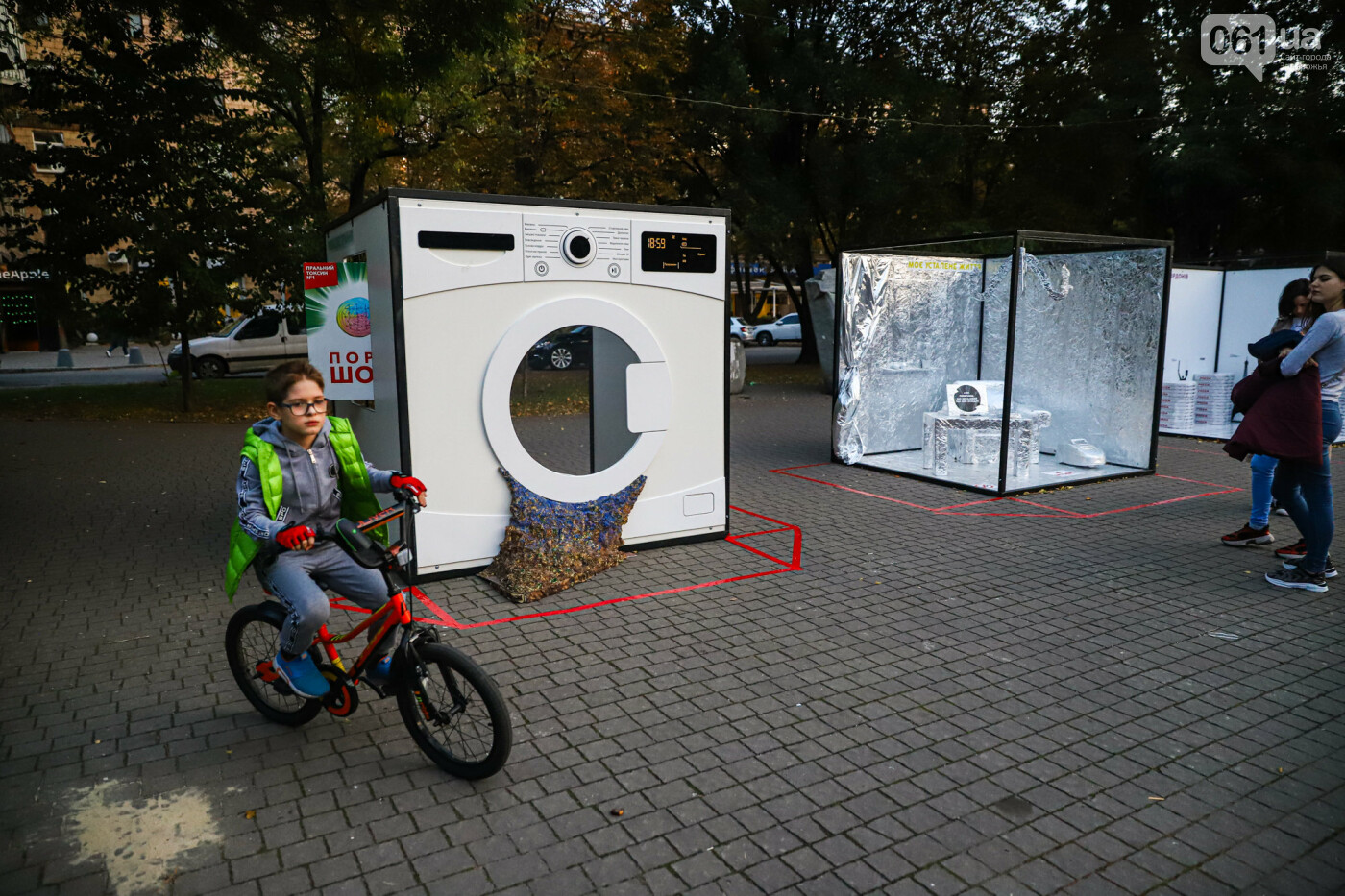 Огромная стиральная машина и комната из фольги: в центре Запорожья открылась эко-выставка, - ФОТОРЕПОРТАЖ , фото-30