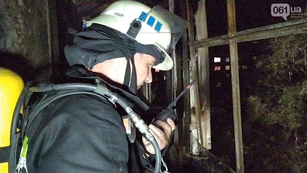 В Запорожье пожар в 9-этажном доме тушили 35 спасателей, сгорело 4 балкона, еще 3 - повреждено, фото-3