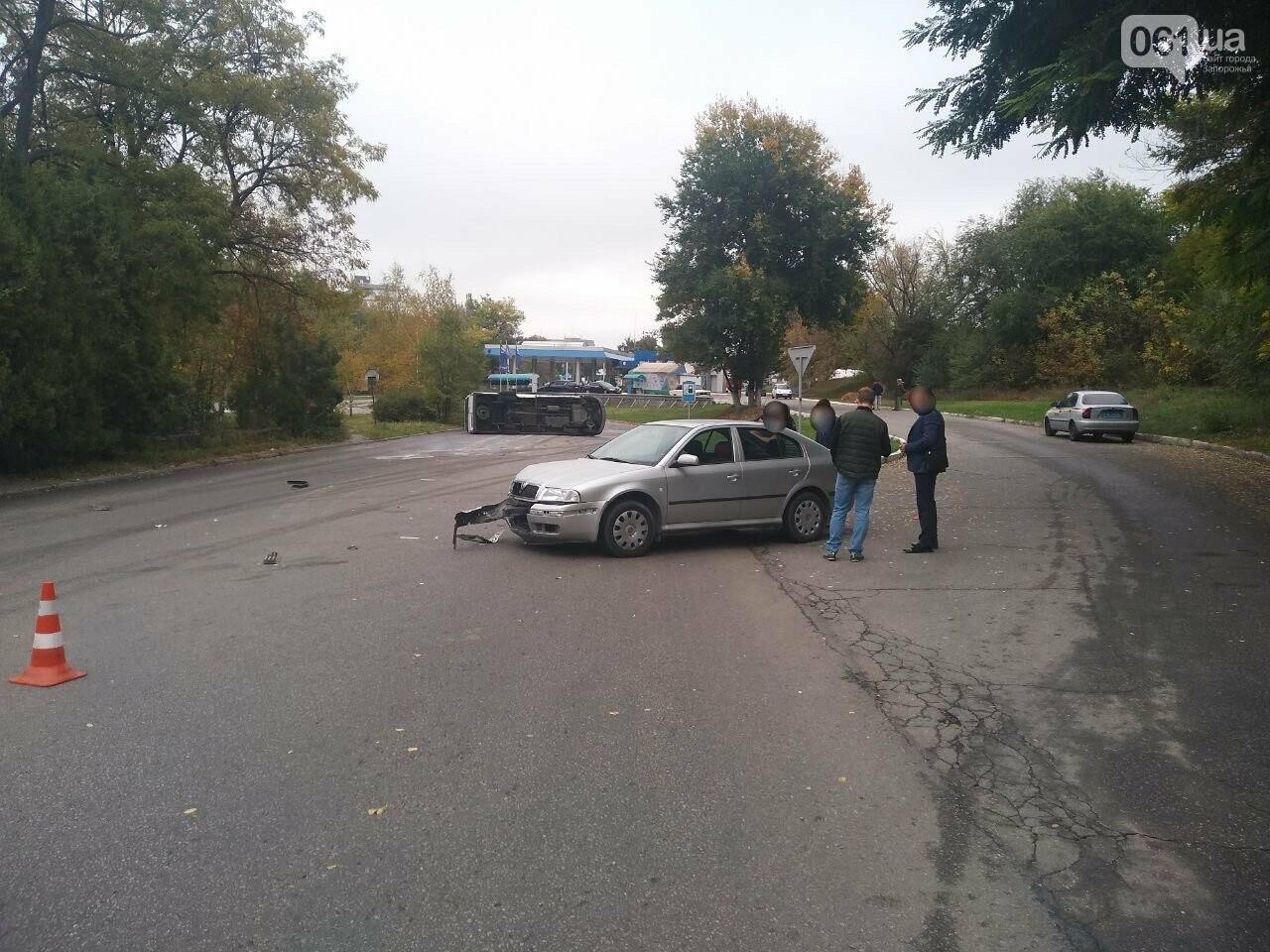 photo5208685004148813667 5f89650ed414b - В запорожской полиции прокомментировали ДТП с перевернувшейся маршруткой