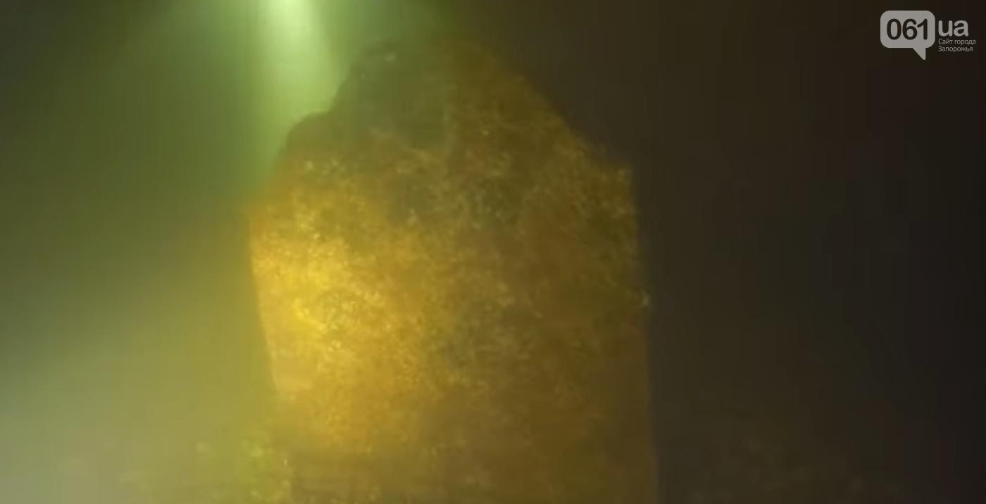 Запорожский дайвер Юрий Батаев нашел затонувший памятный мемориал на месте меннонитского кладбища, - ФОТО, ВИДЕО, фото-1