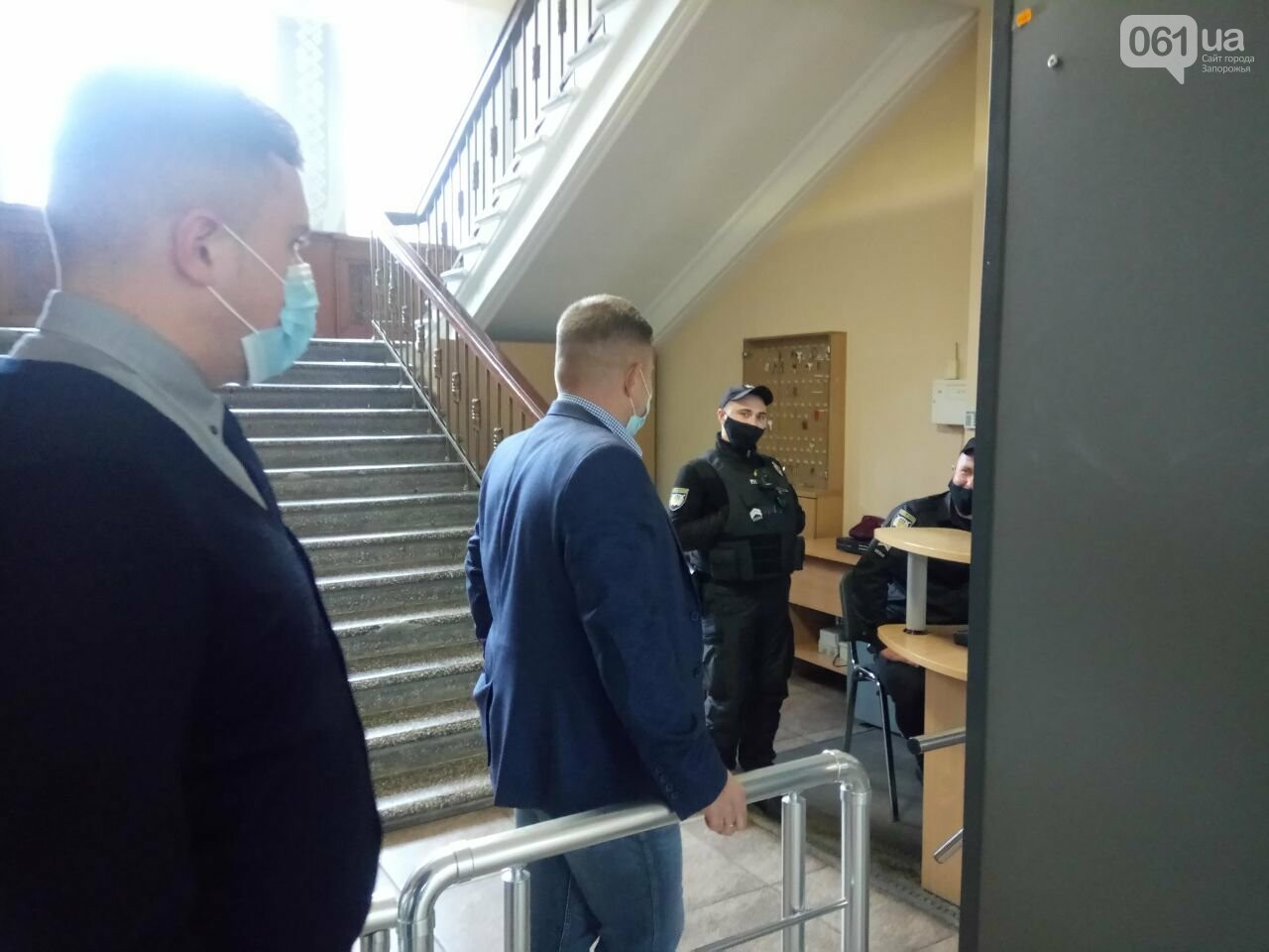 Запорожские депутаты собрались на сессию, на которую не пускают журналистов: почему это незаконно , фото-1