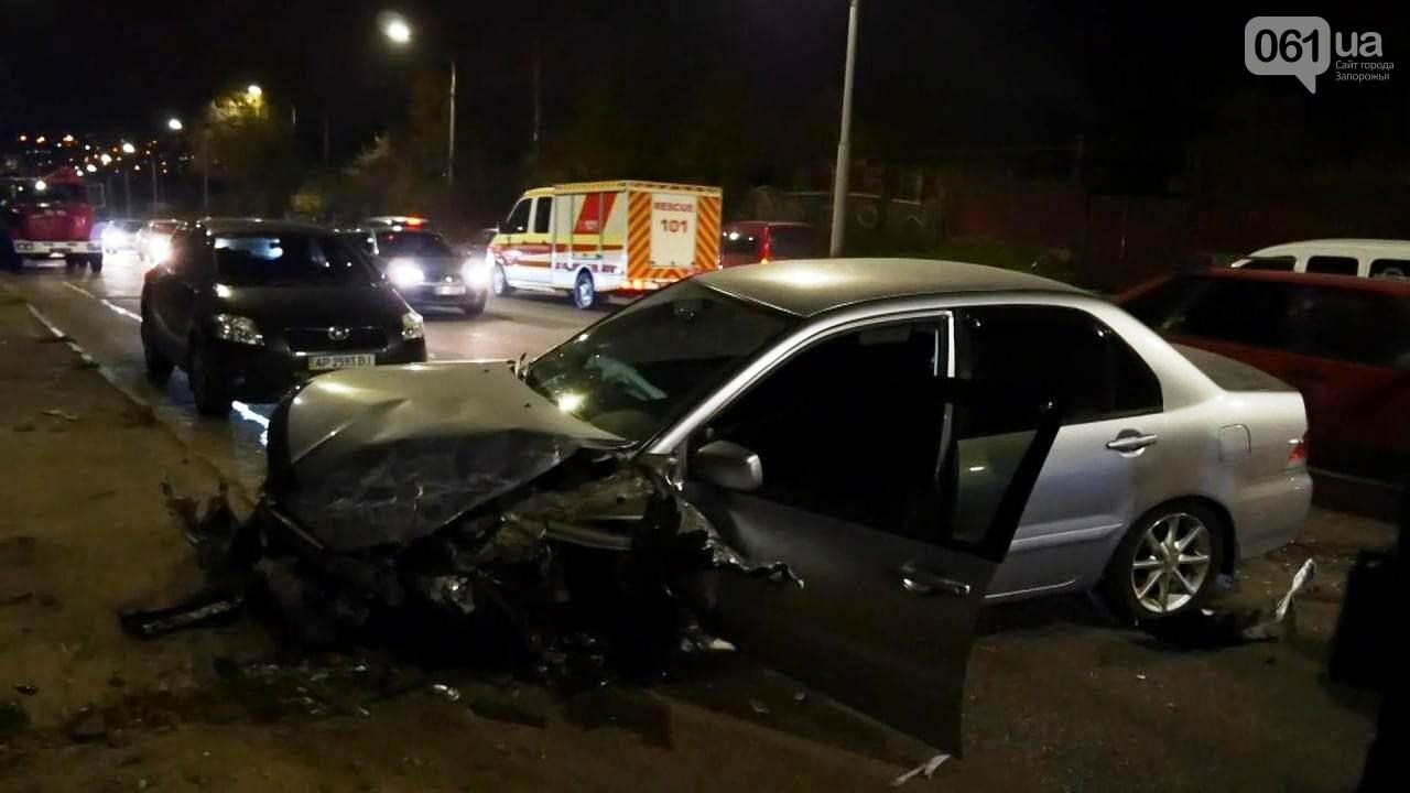 В Запорожье две легковушки не поделили дорогу: двое человек пострадали, фото-1