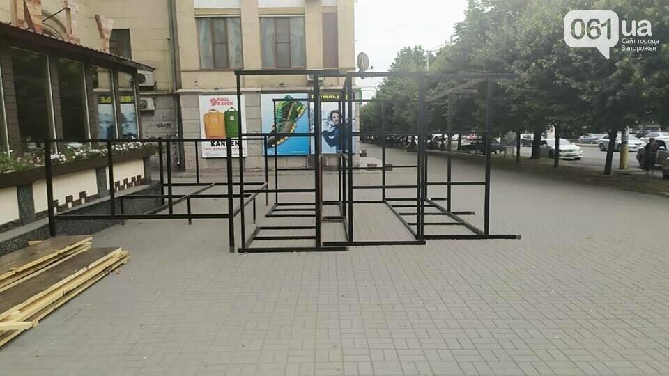 В Запорожье владелец кафе не заплатил вовремя штраф за незаконную площадку и с него взыскали в два раза больше денег, фото-1