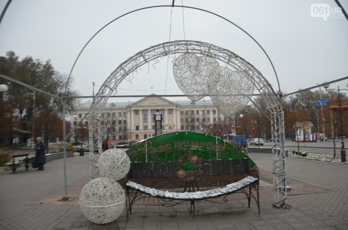 В Запорожье на бульваре Шевченко начали монтировать новогодний городок на БШ за 1,8 миллиона гривен, фото-5