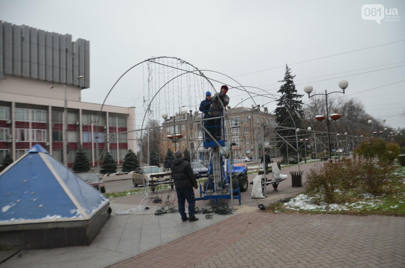 В Запорожье на бульваре Шевченко начали монтировать новогодний городок на БШ за 1,8 миллиона гривен, фото-9