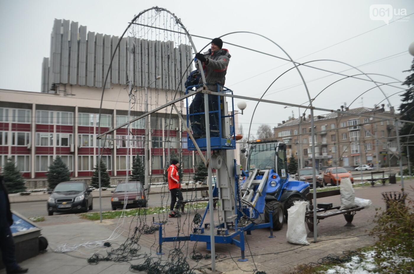 В Запорожье на бульваре Шевченко начали монтировать новогодний городок на БШ за 1,8 миллиона гривен, фото-12