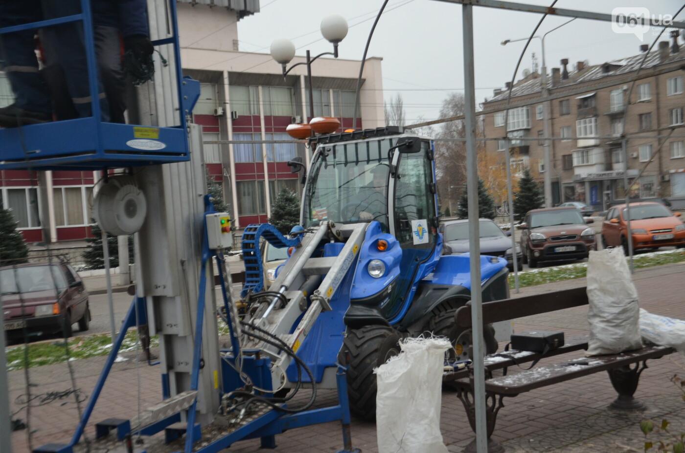 В Запорожье на бульваре Шевченко начали монтировать новогодний городок на БШ за 1,8 миллиона гривен, фото-11
