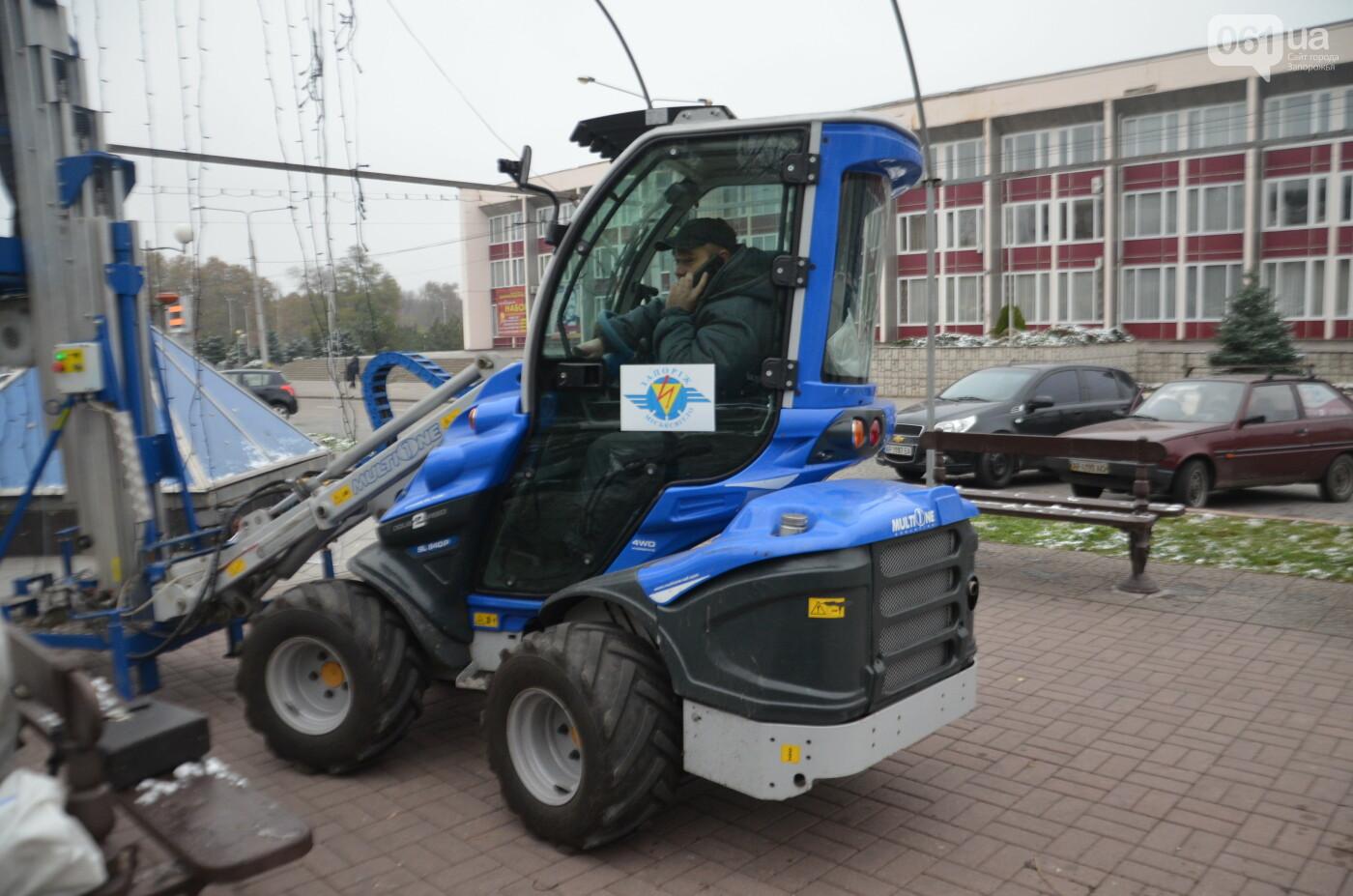 В Запорожье на бульваре Шевченко начали монтировать новогодний городок на БШ за 1,8 миллиона гривен, фото-16