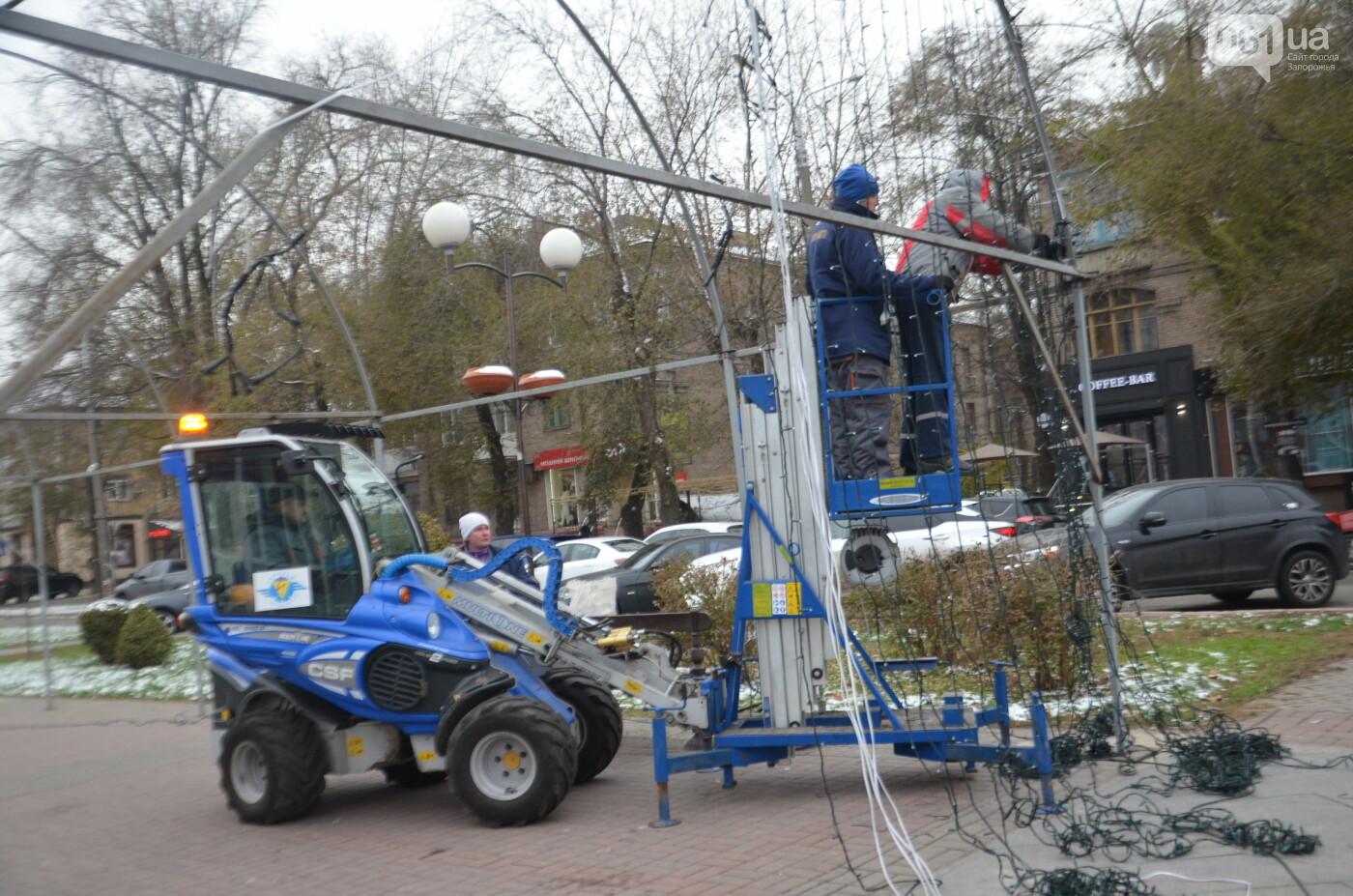 В Запорожье на бульваре Шевченко начали монтировать новогодний городок на БШ за 1,8 миллиона гривен, фото-20
