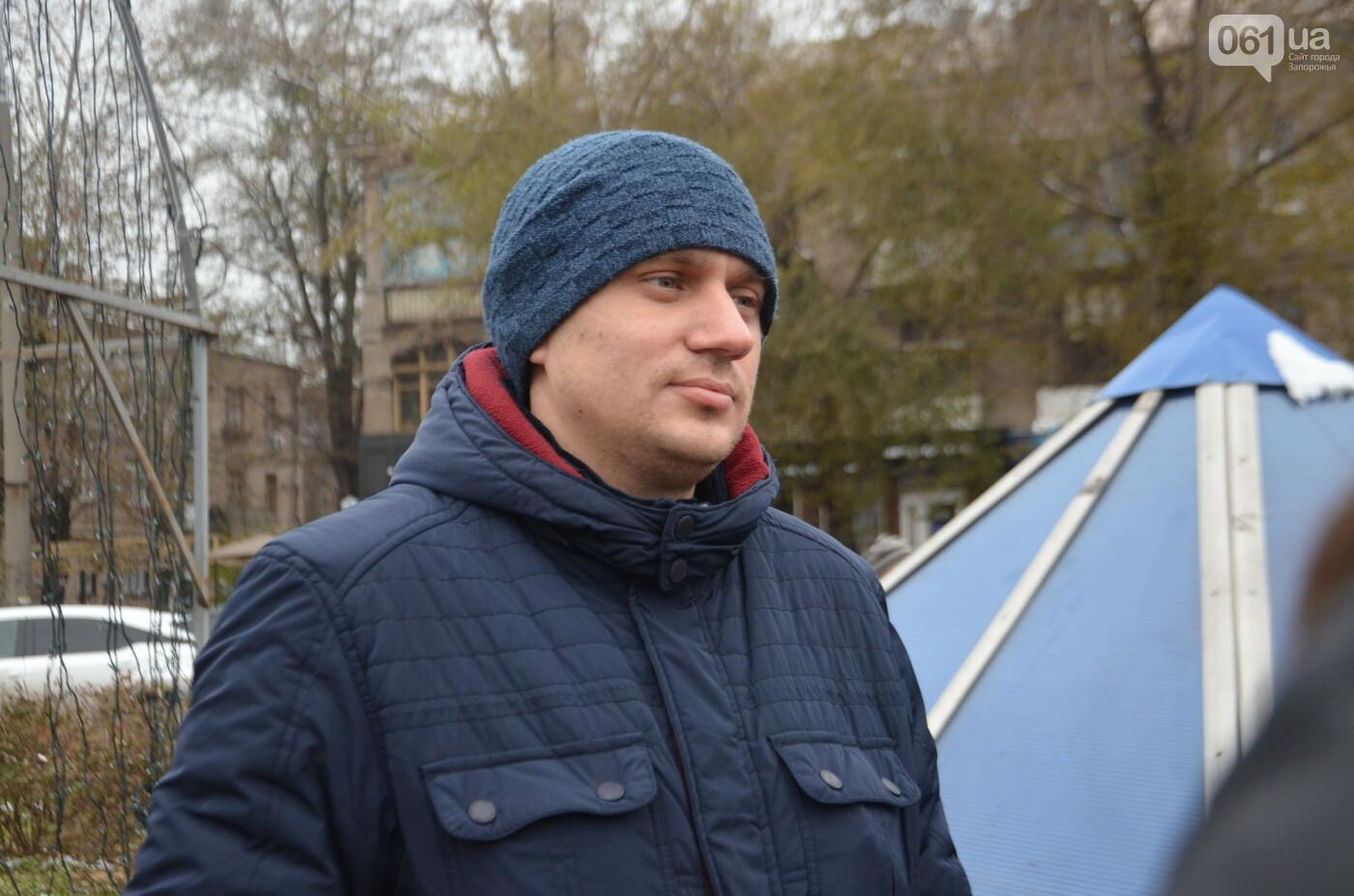 В Запорожье на бульваре Шевченко начали монтировать новогодний городок на БШ за 1,8 миллиона гривен, фото-25