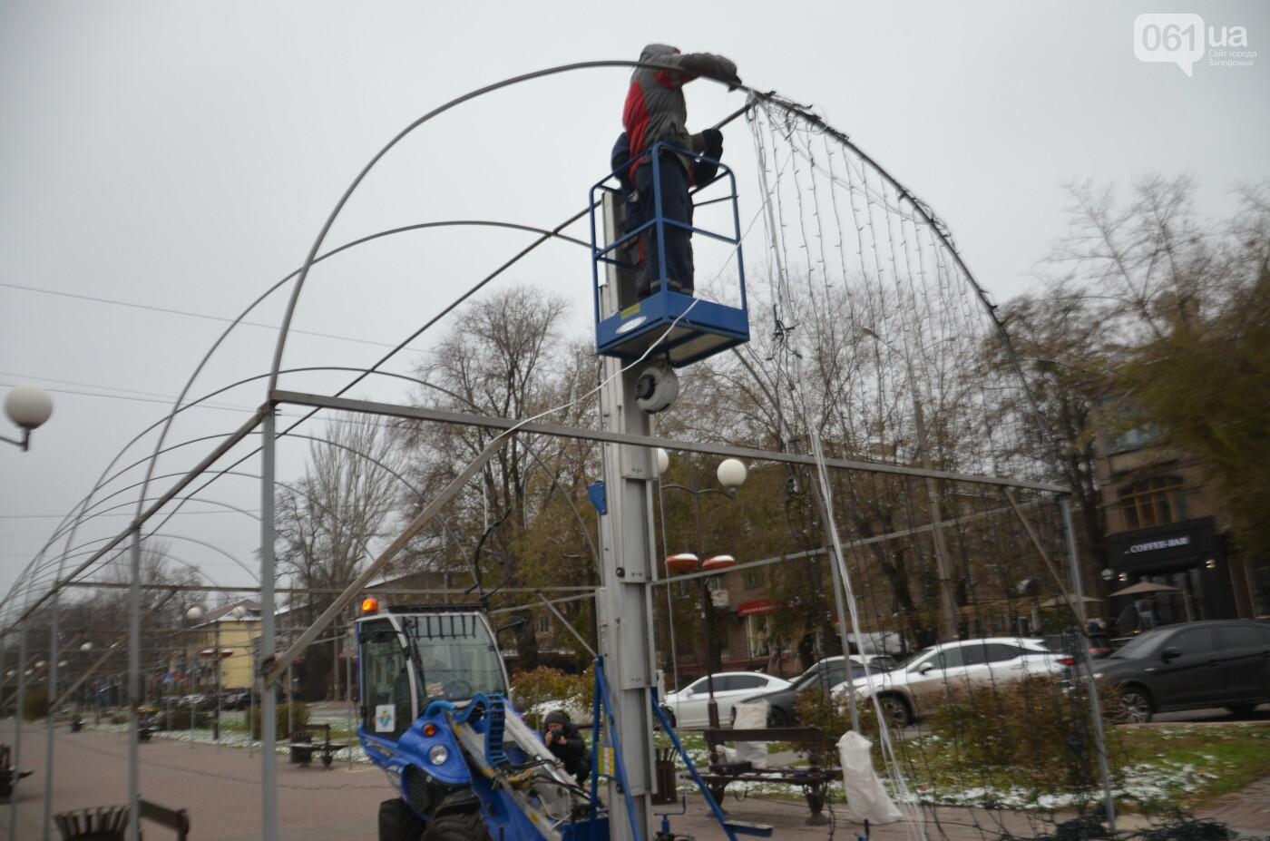 В Запорожье на бульваре Шевченко начали монтировать новогодний городок на БШ за 1,8 миллиона гривен, фото-22