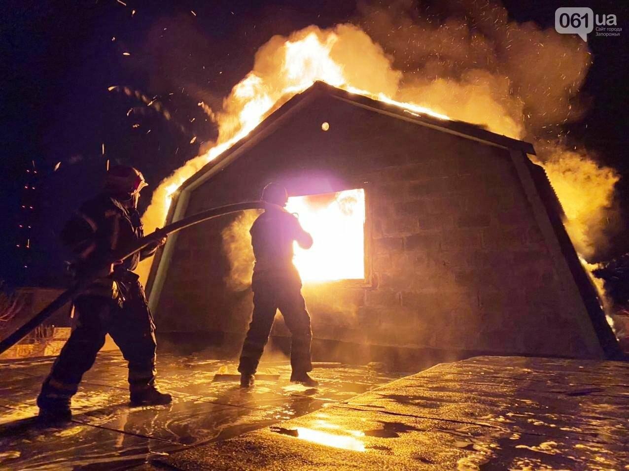 В Запорожской области загорелся жилой дом из-за проблем с печным отоплением: пожар тушили 15 спасателей , фото-1