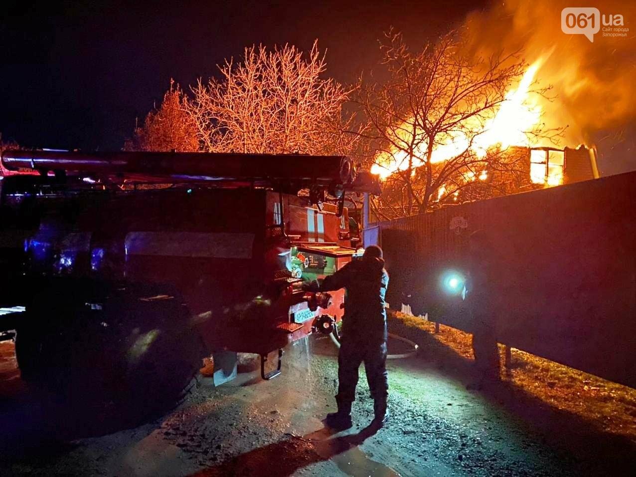 В Запорожской области загорелся жилой дом из-за проблем с печным отоплением: пожар тушили 15 спасателей , фото-2