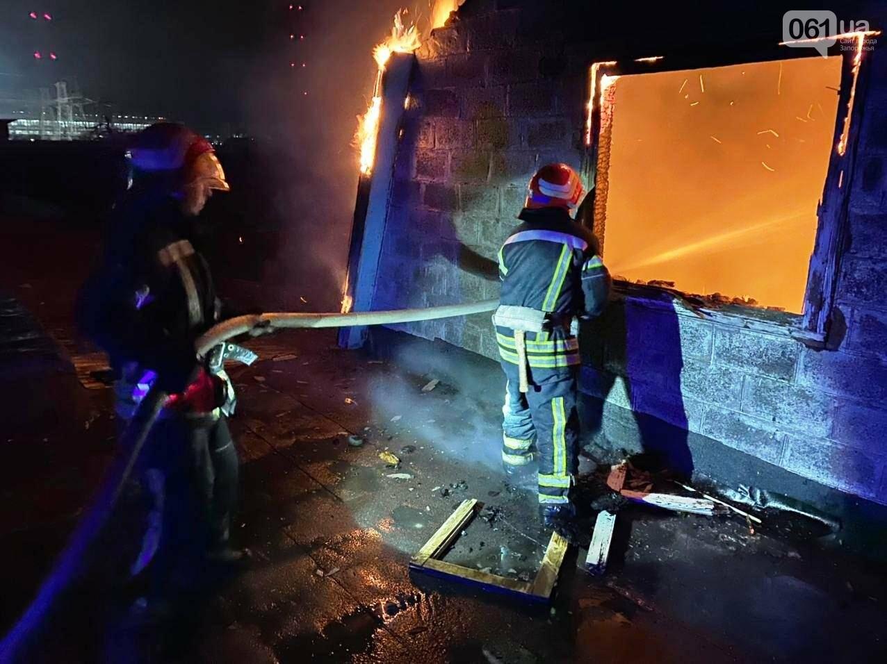 В Запорожской области загорелся жилой дом из-за проблем с печным отоплением: пожар тушили 15 спасателей , фото-4