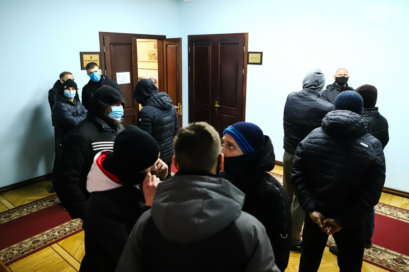 """Тайная """"сессия"""", сотни правоохранителей и стычки с активистами - что происходило в здании Запорожского облсовета, - ФОТО, ВИДЕО , фото-13"""