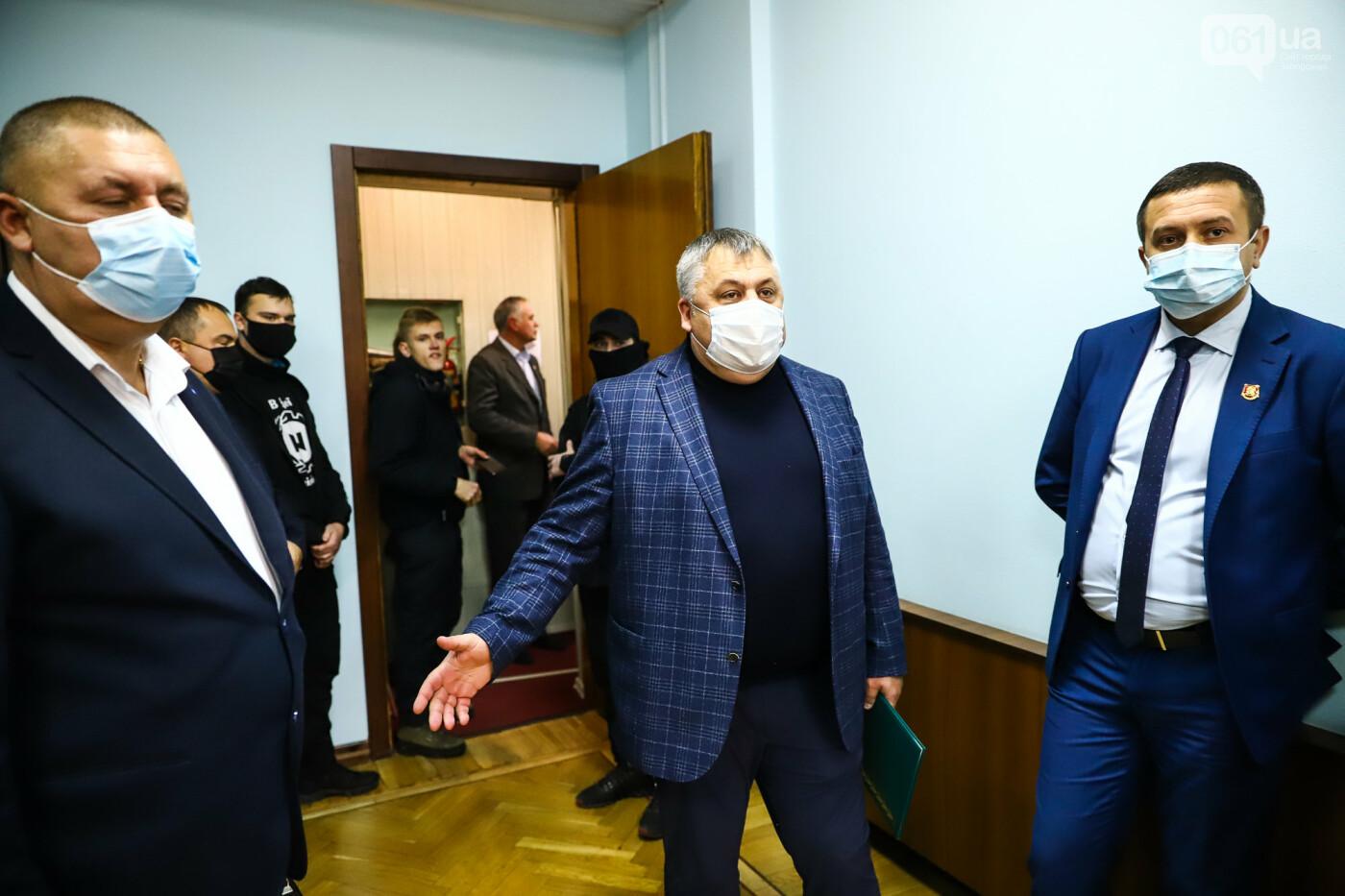 """Тайная """"сессия"""", сотни правоохранителей и стычки с активистами - что происходило в здании Запорожского облсовета, - ФОТО, ВИДЕО , фото-16"""