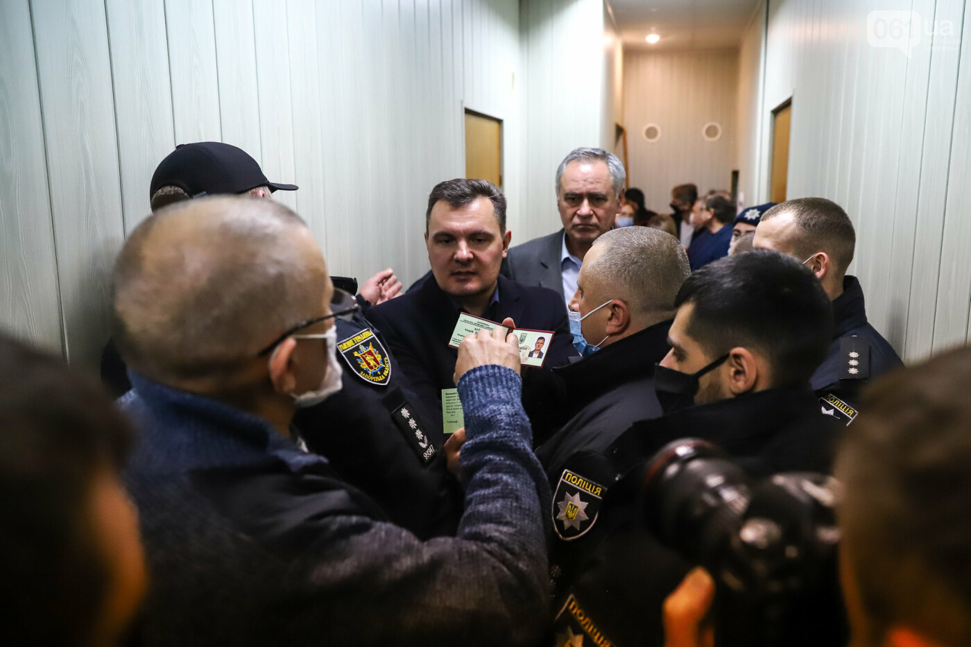 """Тайная """"сессия"""", сотни правоохранителей и стычки с активистами - что происходило в здании Запорожского облсовета, - ФОТО, ВИДЕО , фото-17"""