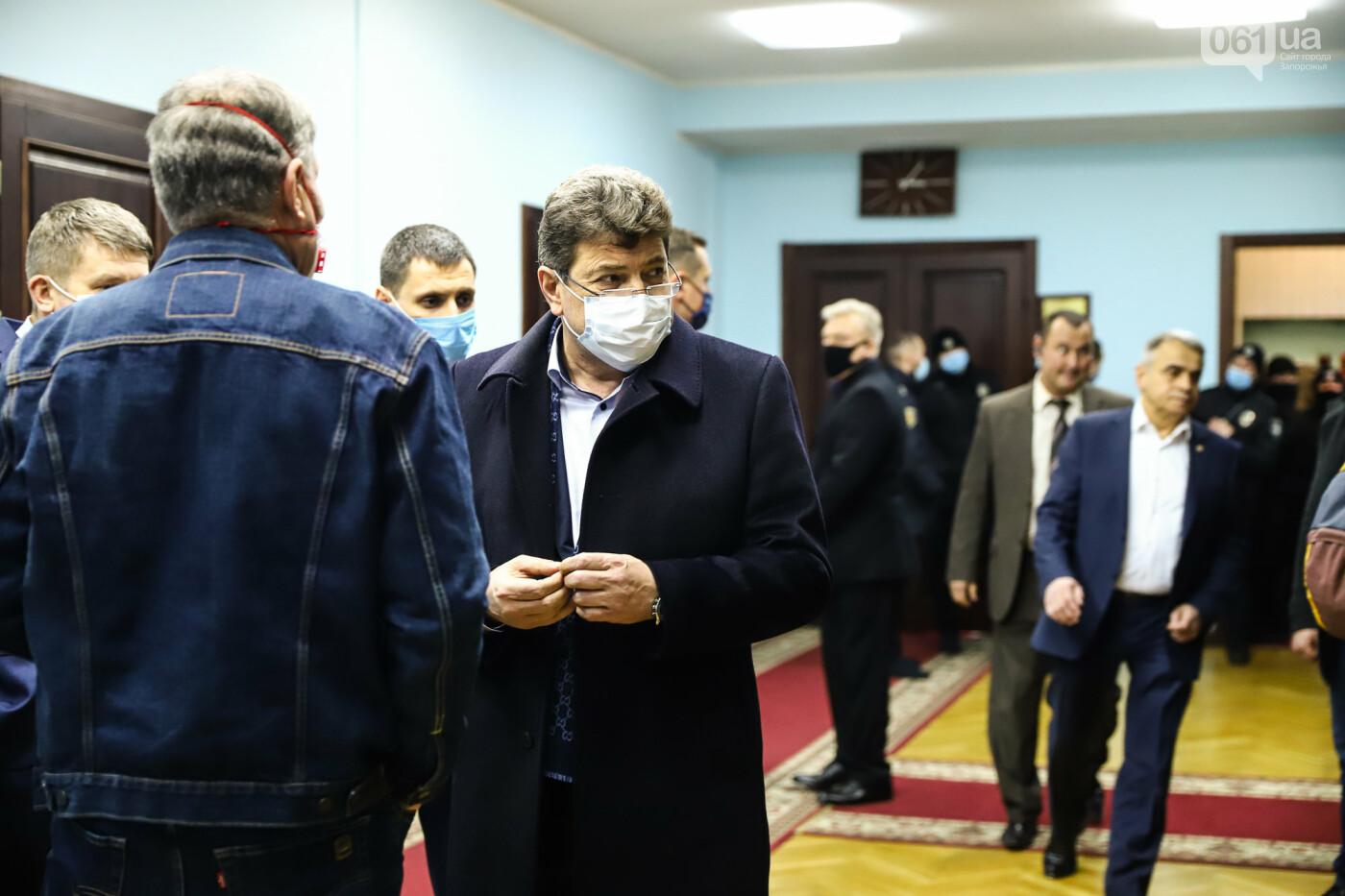 """Тайная """"сессия"""", сотни правоохранителей и стычки с активистами - что происходило в здании Запорожского облсовета, - ФОТО, ВИДЕО , фото-36"""