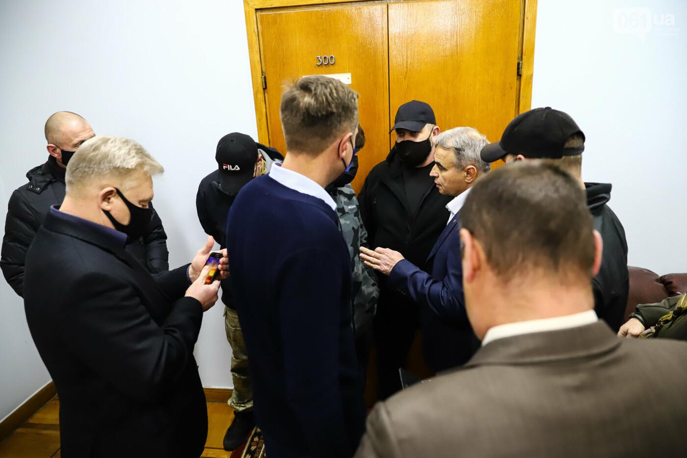 """Тайная """"сессия"""", сотни правоохранителей и стычки с активистами - что происходило в здании Запорожского облсовета, - ФОТО, ВИДЕО , фото-41"""