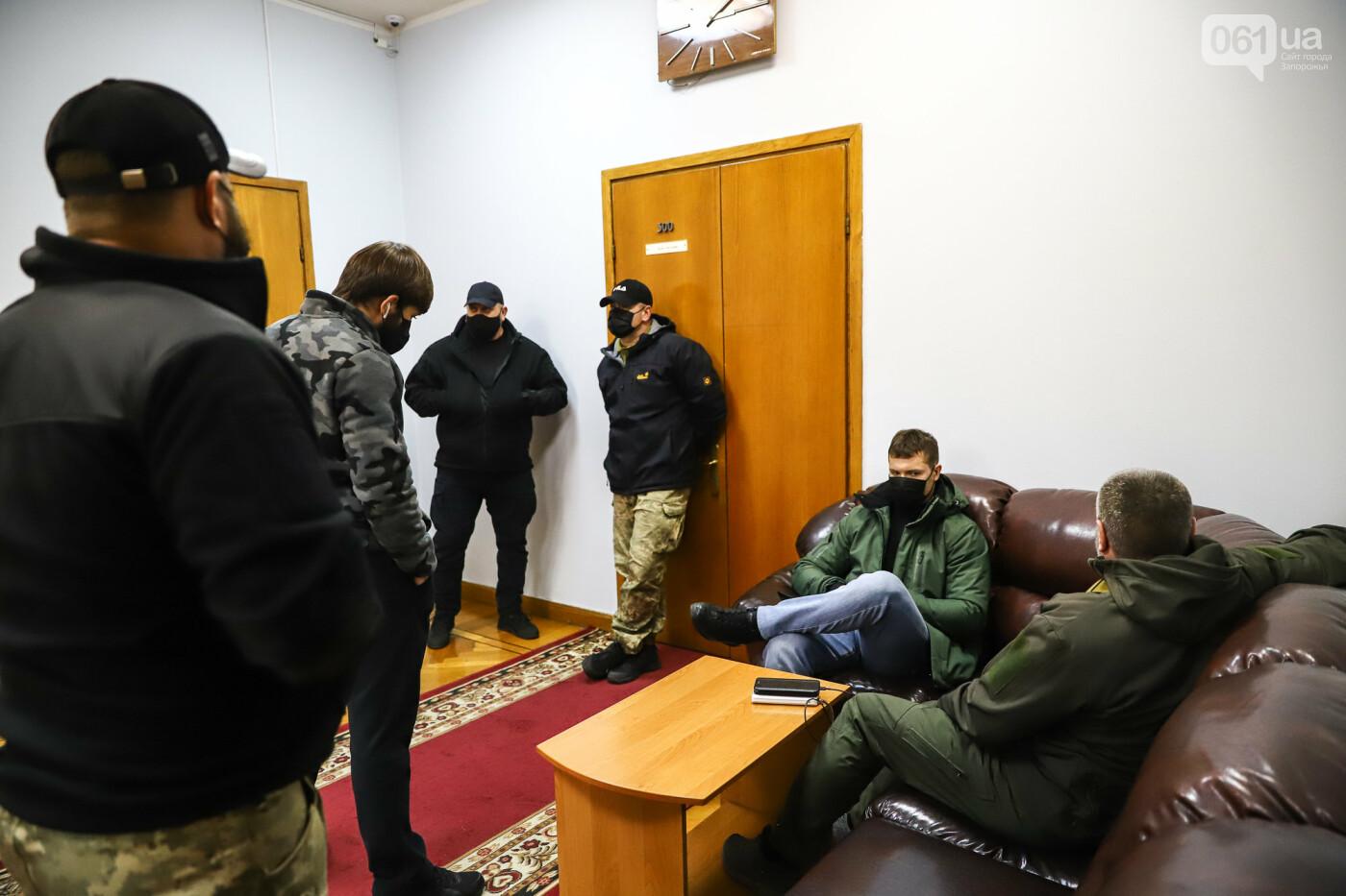 """Тайная """"сессия"""", сотни правоохранителей и стычки с активистами - что происходило в здании Запорожского облсовета, - ФОТО, ВИДЕО , фото-37"""