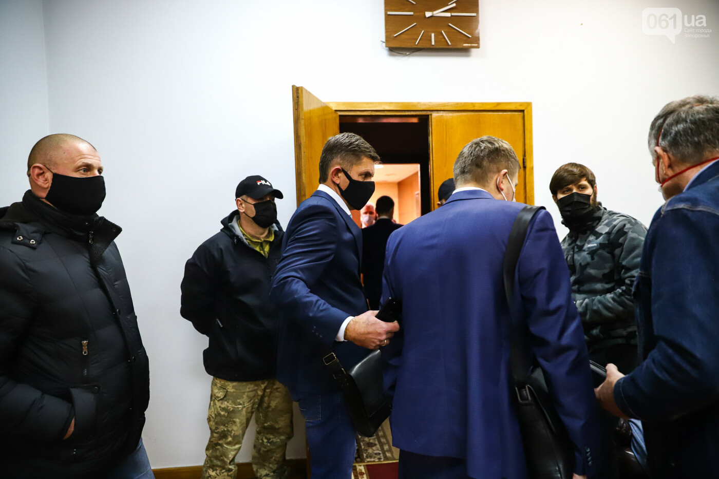 """Тайная """"сессия"""", сотни правоохранителей и стычки с активистами - что происходило в здании Запорожского облсовета, - ФОТО, ВИДЕО , фото-39"""