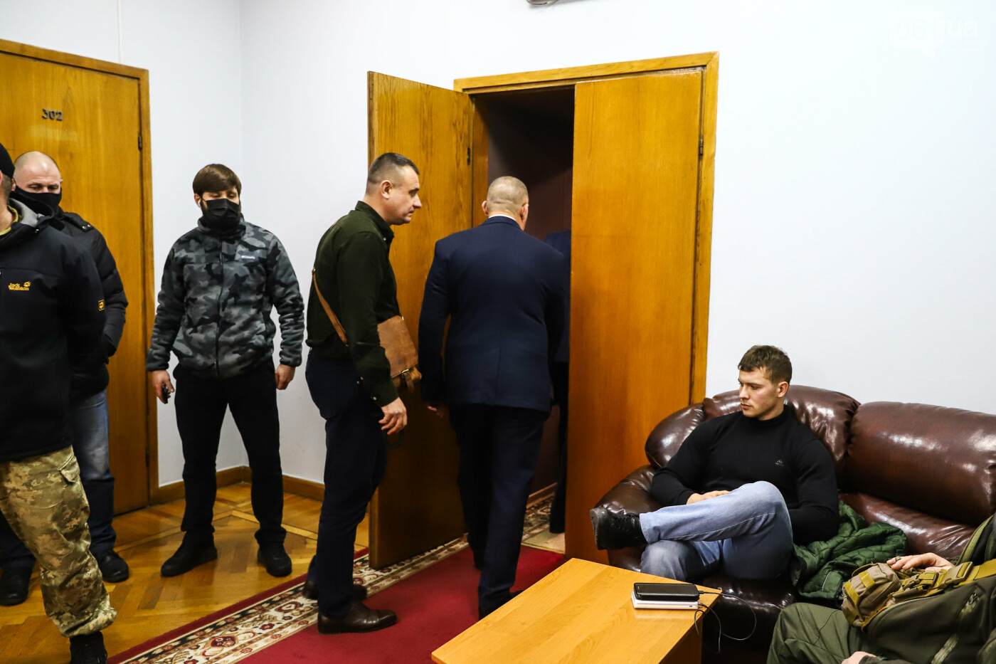 """Тайная """"сессия"""", сотни правоохранителей и стычки с активистами - что происходило в здании Запорожского облсовета, - ФОТО, ВИДЕО , фото-40"""
