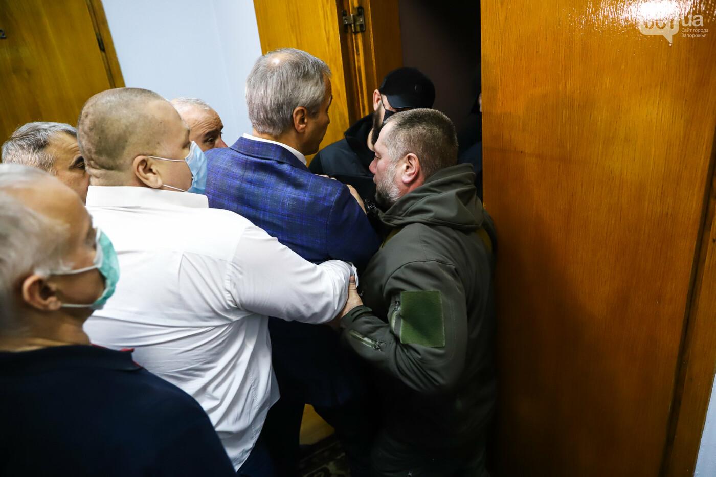 """Тайная """"сессия"""", сотни правоохранителей и стычки с активистами - что происходило в здании Запорожского облсовета, - ФОТО, ВИДЕО , фото-42"""
