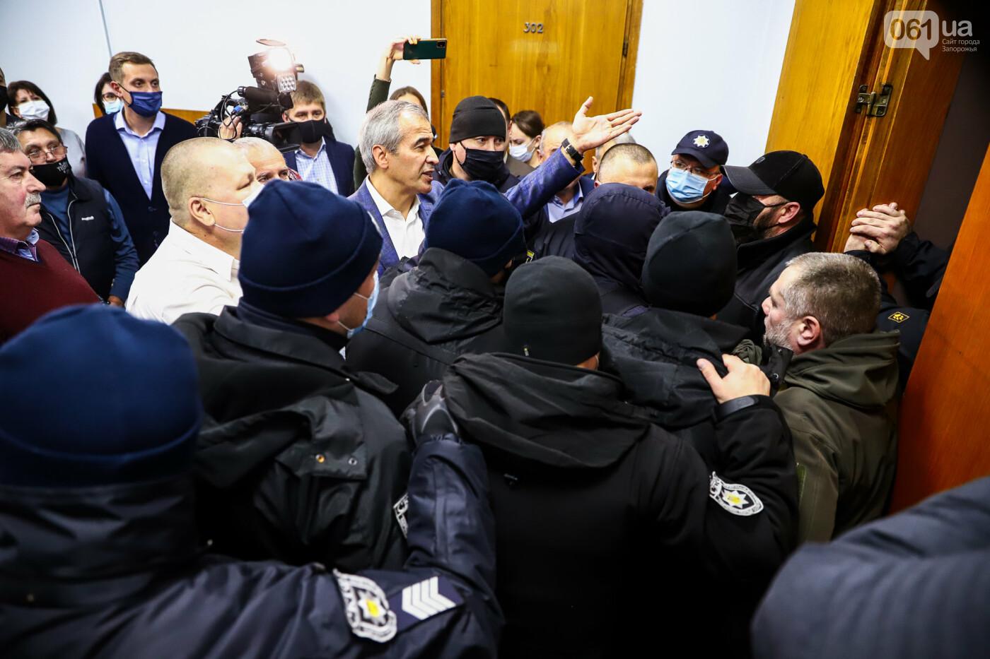 """Тайная """"сессия"""", сотни правоохранителей и стычки с активистами - что происходило в здании Запорожского облсовета, - ФОТО, ВИДЕО , фото-43"""