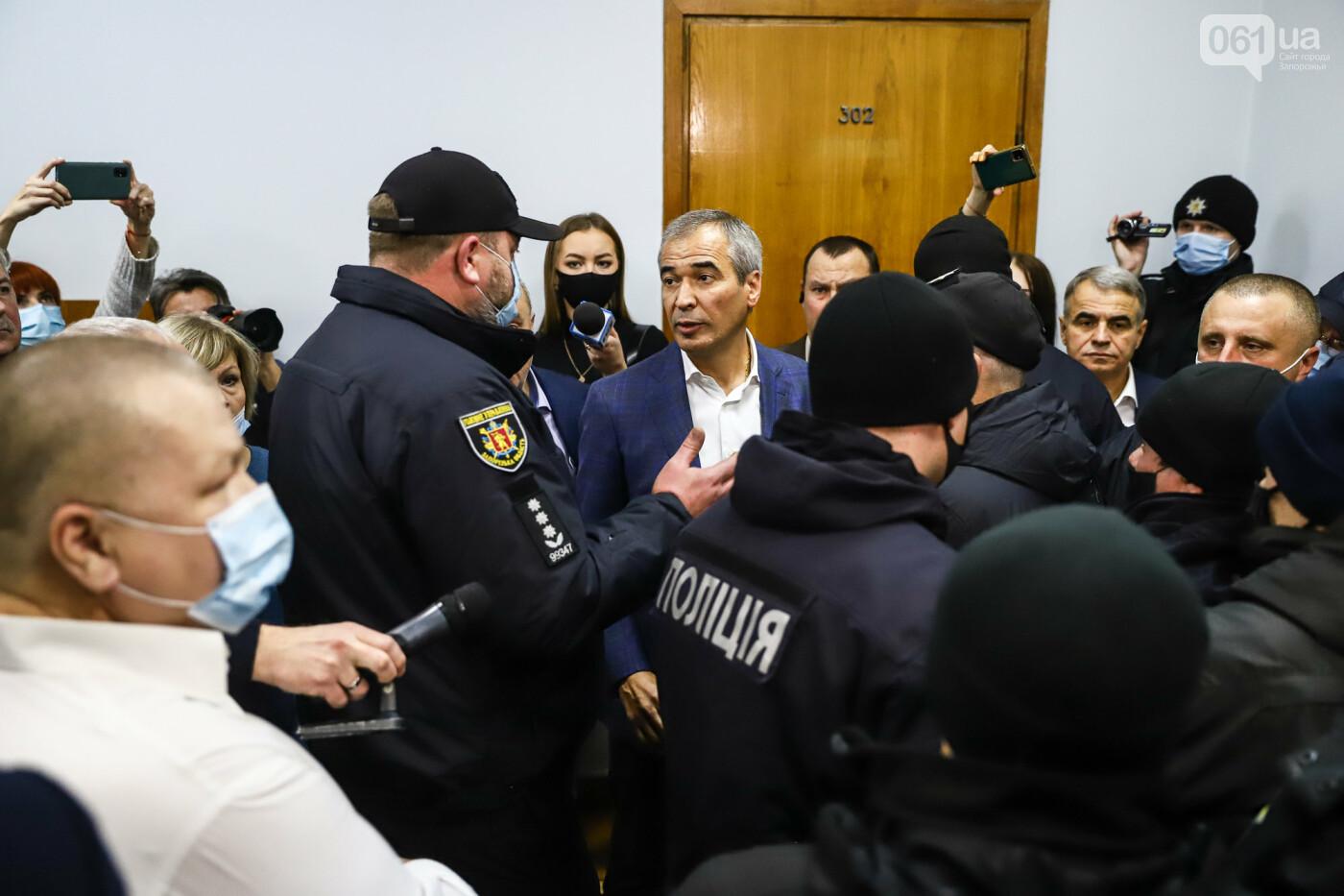 """Тайная """"сессия"""", сотни правоохранителей и стычки с активистами - что происходило в здании Запорожского облсовета, - ФОТО, ВИДЕО , фото-44"""