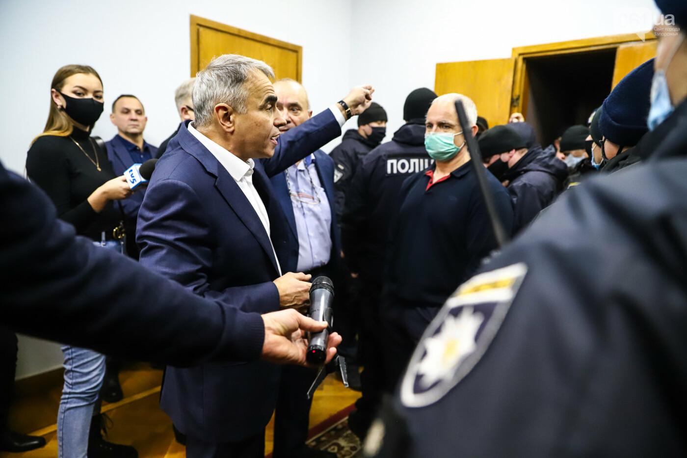 """Тайная """"сессия"""", сотни правоохранителей и стычки с активистами - что происходило в здании Запорожского облсовета, - ФОТО, ВИДЕО , фото-46"""
