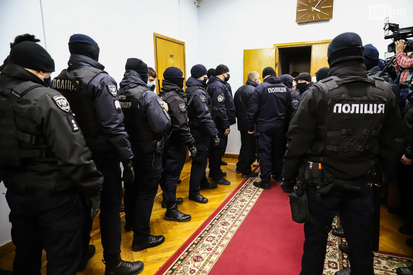"""Тайная """"сессия"""", сотни правоохранителей и стычки с активистами - что происходило в здании Запорожского облсовета, - ФОТО, ВИДЕО , фото-49"""