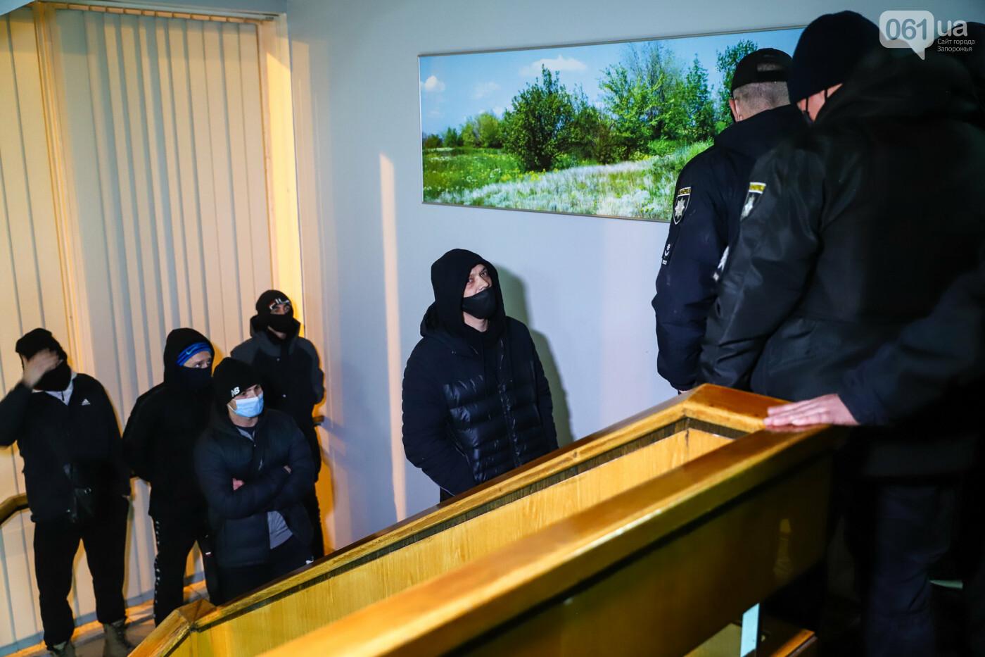 """Тайная """"сессия"""", сотни правоохранителей и стычки с активистами - что происходило в здании Запорожского облсовета, - ФОТО, ВИДЕО , фото-51"""