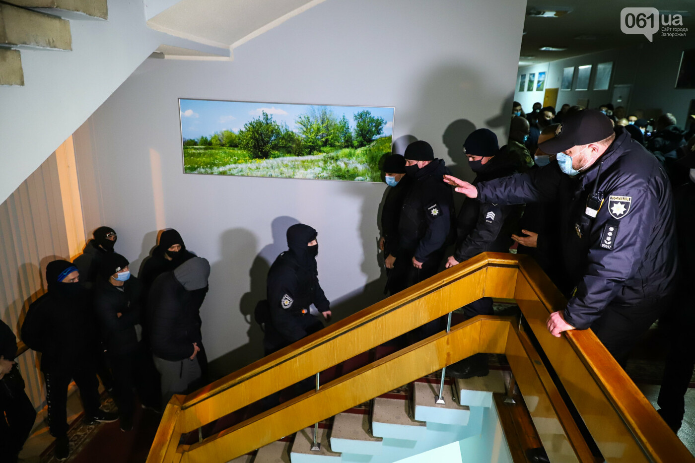 """Тайная """"сессия"""", сотни правоохранителей и стычки с активистами - что происходило в здании Запорожского облсовета, - ФОТО, ВИДЕО , фото-52"""