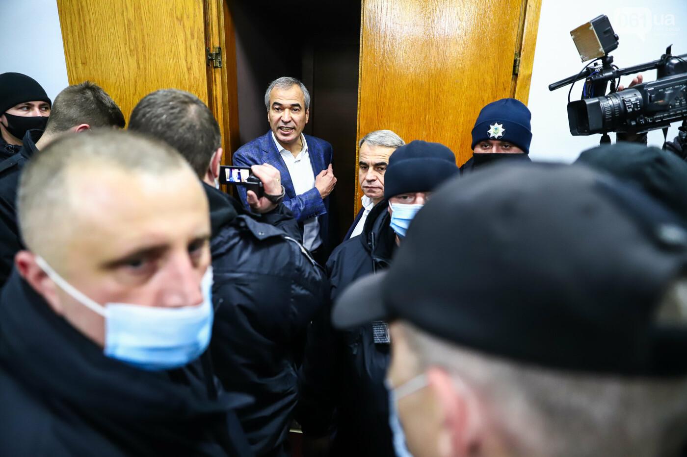 """Тайная """"сессия"""", сотни правоохранителей и стычки с активистами - что происходило в здании Запорожского облсовета, - ФОТО, ВИДЕО , фото-54"""