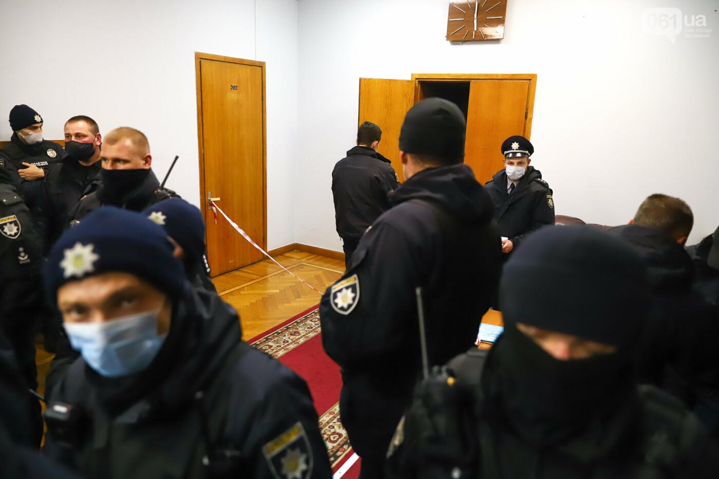"""Тайная """"сессия"""", сотни правоохранителей и стычки с активистами - что происходило в здании Запорожского облсовета, - ФОТО, ВИДЕО , фото-61"""