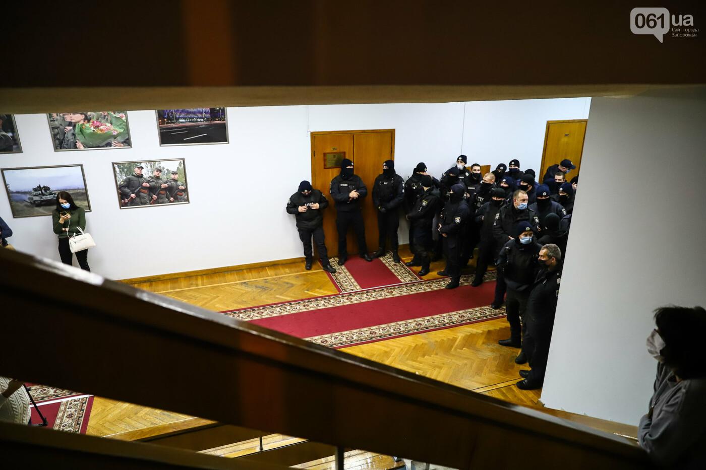 """Тайная """"сессия"""", сотни правоохранителей и стычки с активистами - что происходило в здании Запорожского облсовета, - ФОТО, ВИДЕО , фото-63"""