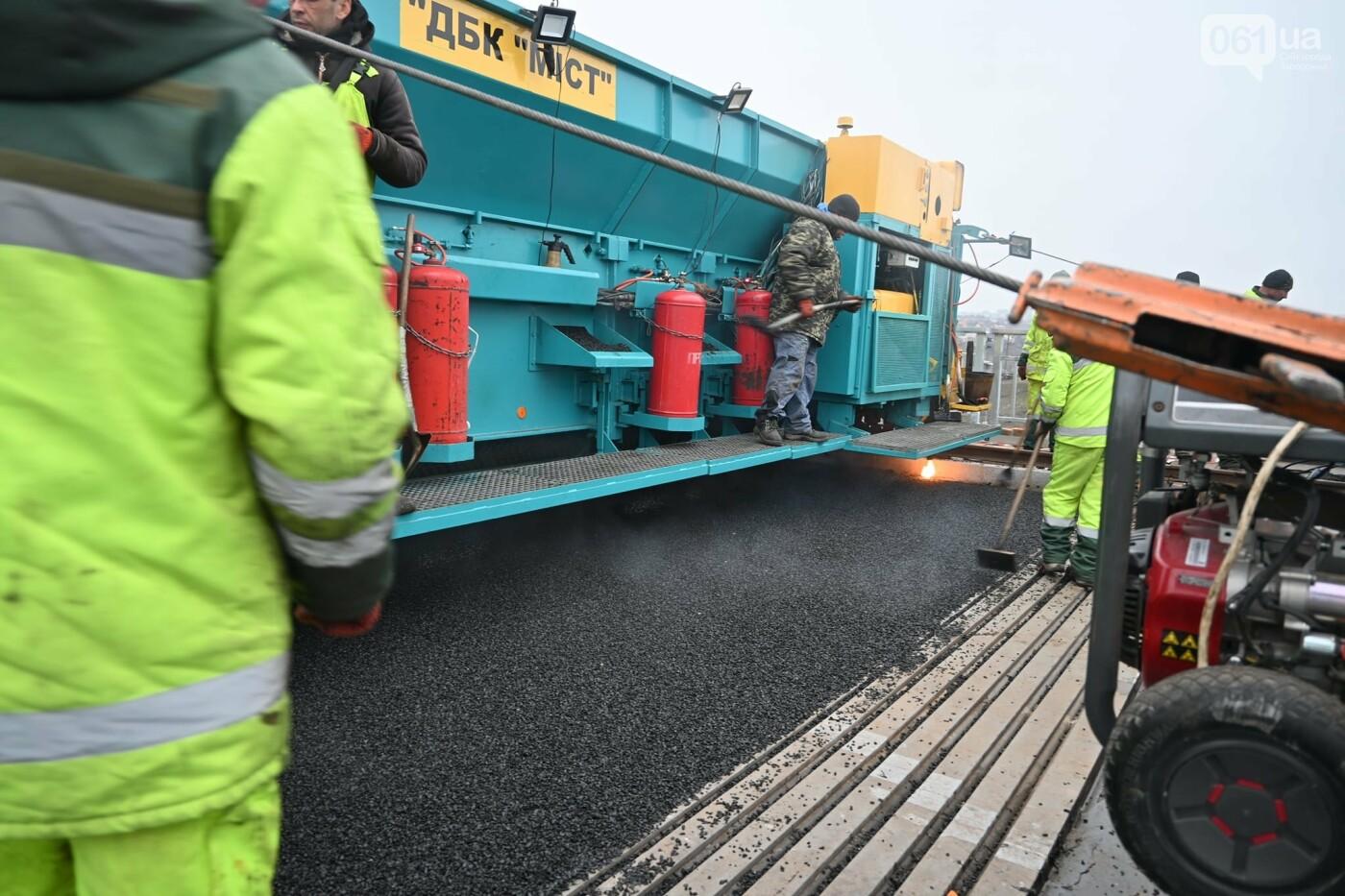 В Службе автодорог показали технологию укладки гусасфальта на строительстве мостов, - ФОТО, ВИДЕО, фото-1