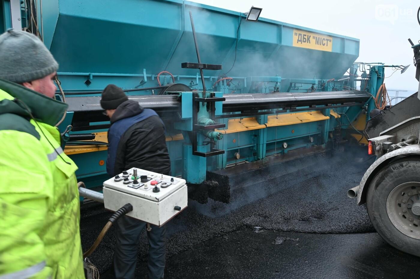 В Службе автодорог показали технологию укладки гусасфальта на строительстве мостов, - ФОТО, ВИДЕО, фото-12
