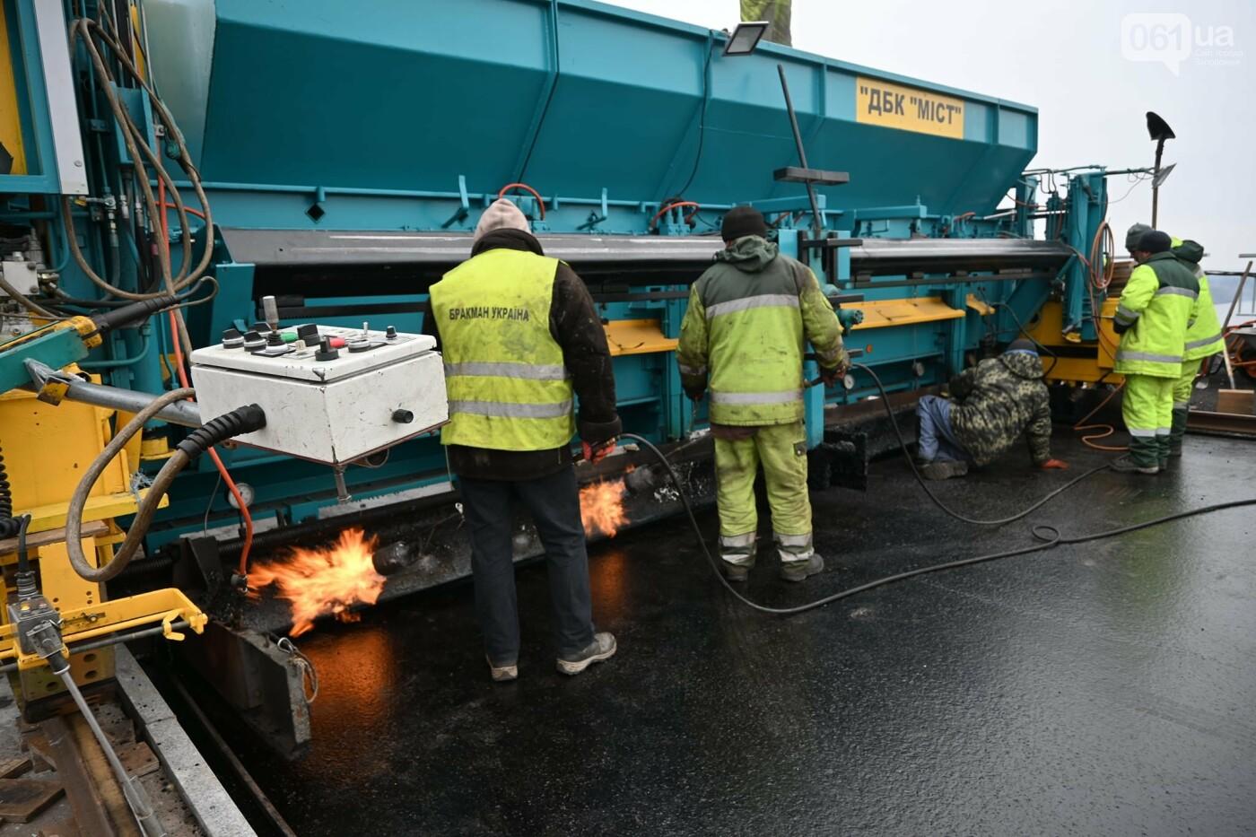 В Службе автодорог показали технологию укладки гусасфальта на строительстве мостов, - ФОТО, ВИДЕО, фото-9