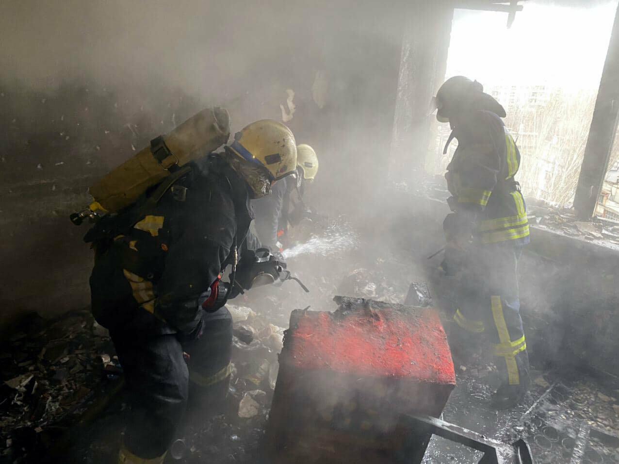 Пожар в запорожской девятиэтажке тушили 6 единиц техники и 22 спасателя, - ФОТО , фото-5