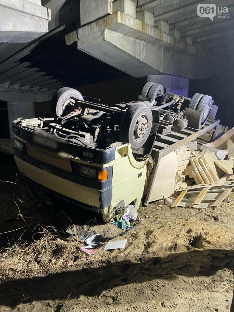 На Хортице перевернулся грузовик - водитель был пьяным, фото-1