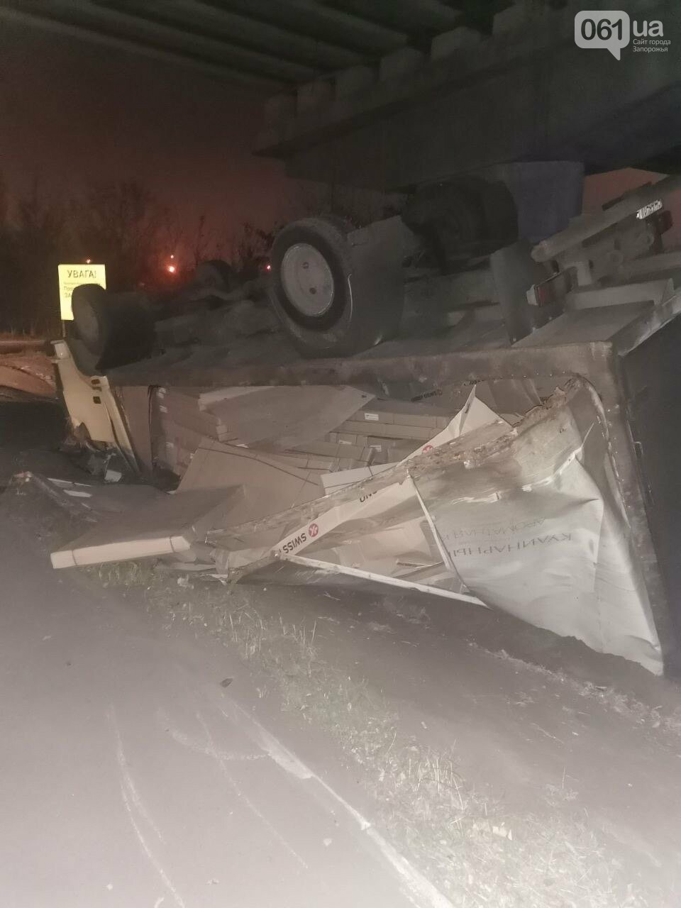 На Хортице перевернулся грузовик - водитель был пьяным, фото-2