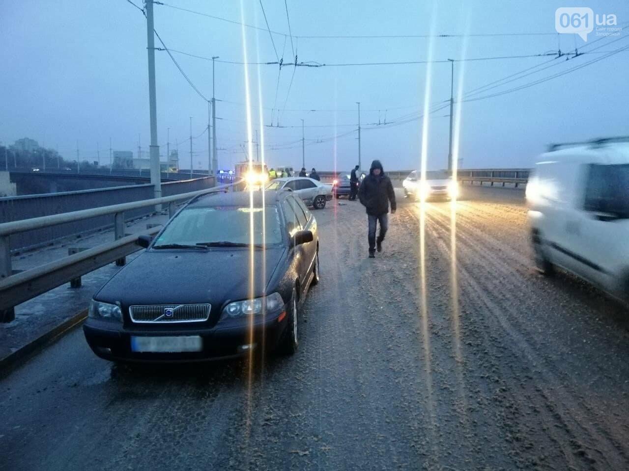В Запорожье на плотине ДнепроГЭС две иномарки не поделили дорогу, - ФОТО, фото-1