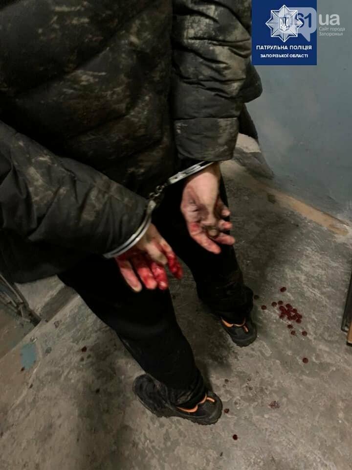 В Запорожье 17-летний парень поранил ножом патрульного  за то, что он сделал ему замечание, фото-2