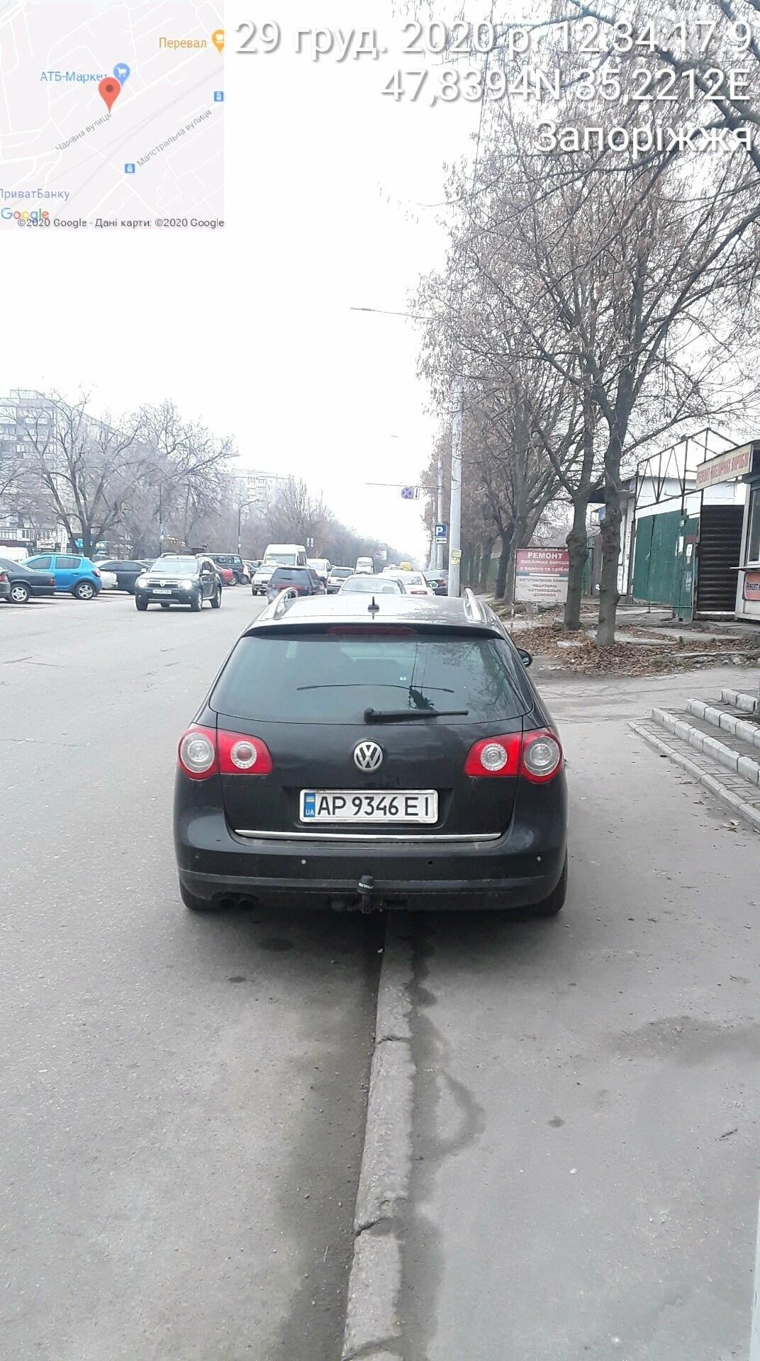 Знаки на меня не распространяются: водителю служебного авто госпредприятия выписали штраф за парковку в запрещенном месте  , фото-3