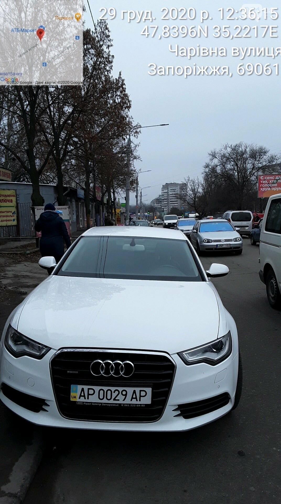 Знаки на меня не распространяются: водителю служебного авто госпредприятия выписали штраф за парковку в запрещенном месте  , фото-6